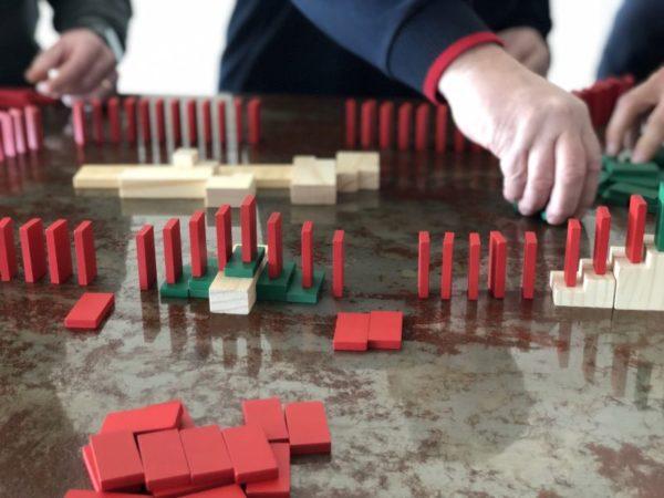 Projektmanagement - Planspiel mit Dominosteinen